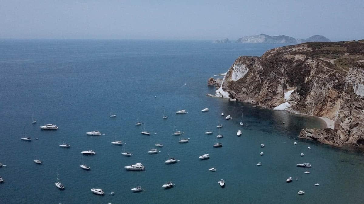 panorama aereo dal drone baia Chiaia di Luna isola di Ponza
