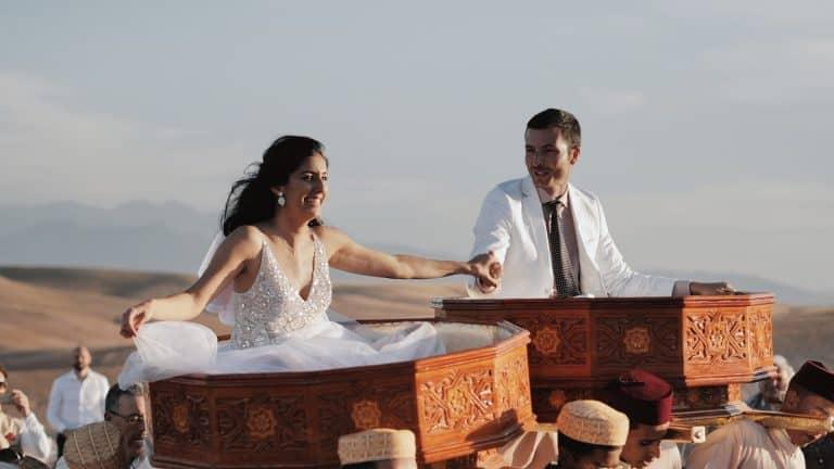 videomaker matrimonio in trasferta nel deserto in Marocco sposi portati in trionfo dopo la cerimonia